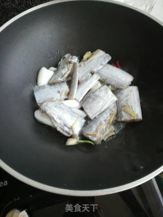 焖带鱼的做法_焖带鱼怎么做_雨中漫步_kRsJPX的菜谱