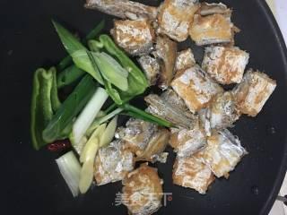 红烧带鱼的做法_红烧带鱼怎么做_鸣翠燕的菜谱