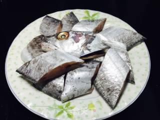煎带鱼的做法_煎带鱼怎么做_咖啡悠的菜谱
