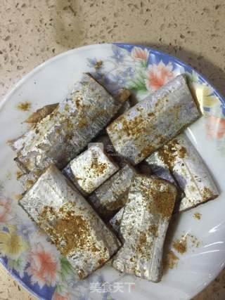 煎带鱼的做法_煎带鱼怎么做_陈臭臭的菜谱
