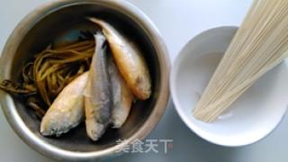 雪菜黄鱼面的做法_雪菜黄鱼面怎么做_小耿妈妈的菜谱