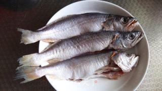 家常烧黄鱼的做法_家常烧黄鱼怎么做_宝妈小厨.的菜谱