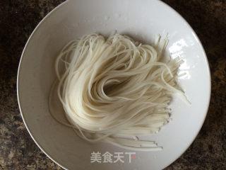泰式炒河粉的做法_泰式炒河粉(Pad Thai)_泰式炒河粉怎么做_zeychou的菜谱