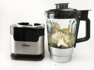 海鲜平菇汤的做法_【Oster食谱】海鲜平菇汤_海鲜平菇汤怎么做_Oster电器的菜谱