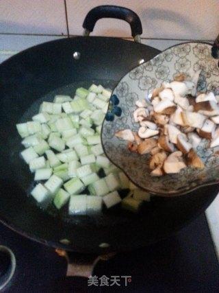 西葫芦滑蛋虾仁的做法_西葫芦滑蛋虾仁怎么做_小堂堂妈妈的菜谱
