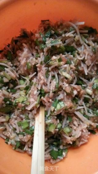 韭菜粉丝盒子的做法_韭菜粉丝盒子怎么做_梅鹿点雪的菜谱