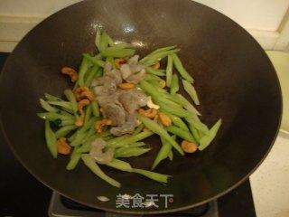 西芹腰果虾仁的做法_西芹腰果虾仁怎么做_丽制美食的菜谱