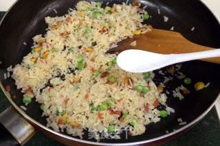 磷虾三鲜炒饭的做法_磷虾三鲜炒饭怎么做_风意画的菜谱