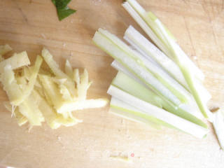 章鱼须炒韭菜的做法_【章鱼须炒韭菜】_章鱼须炒韭菜怎么做_菜谱
