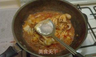 辣白菜炒章鱼的做法_辣白菜炒章鱼怎么做_小猪帮帮主的菜谱
