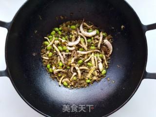 毛豆雪菜炒鱿鱼的做法_毛豆雪菜炒鱿鱼怎么做_小耿妈妈的菜谱