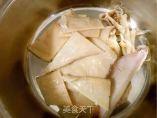 白萝卜鱿鱼汤的做法_白萝卜鱿鱼汤怎么做_紫然_BsGVMV的菜谱