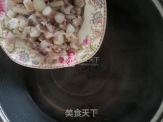 韭菜炒鱿鱼的做法_韭菜炒鱿鱼怎么做_冬季心情的菜谱
