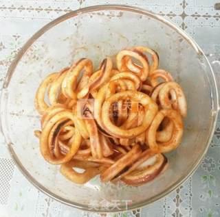 奥尔良烤鱿鱼圈的做法_奥尔良烤鱿鱼圈怎么做_老方小雨的菜谱