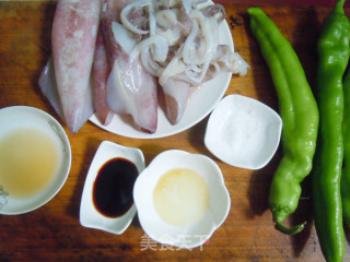 青椒鱿鱼圈的做法_【青椒鱿鱼圈】_青椒鱿鱼圈怎么做_依然美食的菜谱