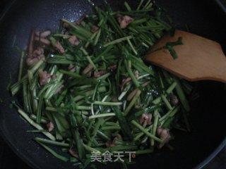 韭菜炒鱿鱼的做法_韭菜炒鱿鱼怎么做_刘英杰的菜谱