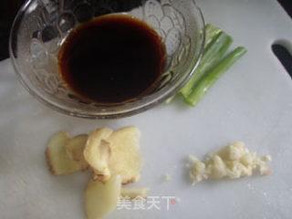 白灼鱿鱼的做法_吃海鲜还是用简单的方法最好--白灼鱿鱼_白灼鱿鱼怎么做_菜谱