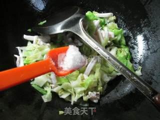 鱿鱼炒圆白菜的做法_鱿鱼炒圆白菜怎么做_花鱼儿的菜谱