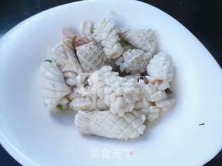 韭菜炒鱿鱼的做法_韭菜炒鱿鱼怎么做_馋嘴乐的菜谱