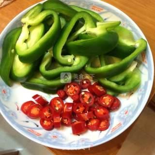 青椒辣炒鱿鱼的做法_青椒辣炒鱿鱼怎么做_小范爱美食的菜谱