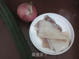洋葱丝瓜炒鱿鱼的做法_洋葱丝瓜炒鱿鱼怎么做_Calf2013的菜谱