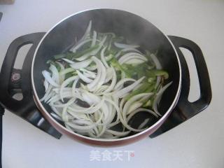 孜然鱿鱼条的做法_孜然鱿鱼条怎么做_土豆丝卷饼的菜谱