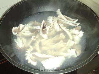 韭菜爆鱿鱼花的做法_韭菜爆鱿鱼花怎么做_菜谱
