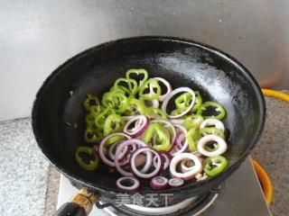 鲜辣鱿鱼洋葱圈的做法_鲜辣鱿鱼洋葱圈怎么做_馋嘴乐的菜谱