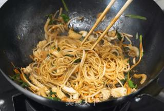 百变海鲜炒面的做法_百变海鲜炒面怎么做_茄子与小龙虾的菜谱