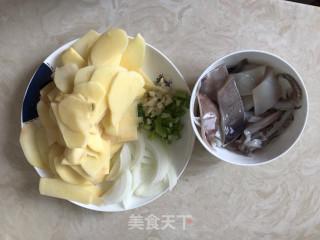 土豆片炒鱿鱼的做法_土豆片炒鱿鱼怎么做_韬韬爱美食的菜谱