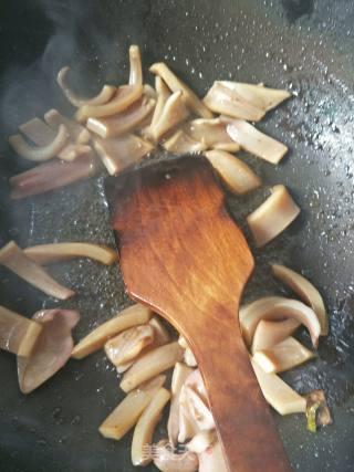 砂锅带丝鱿鱼煲的做法_砂锅带丝鱿鱼煲怎么做_雨欣欣欣的菜谱