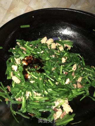 韭菜炒鱿鱼的做法_韭菜炒鱿鱼怎么做_石头💗麻麻的菜谱