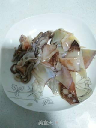 炒鱿鱼土豆条的做法_炒鱿鱼土豆条怎么做_绿色橄榄的菜谱