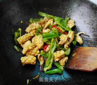 青椒炒鱿鱼的做法_青椒炒鱿鱼怎么做_々苗∴的菜谱
