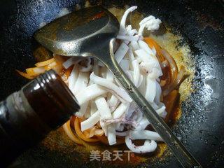 洋葱炒鱿鱼的做法_洋葱炒鱿鱼怎么做_花鱼儿的菜谱