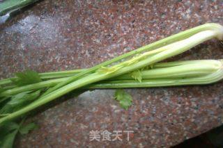 鱿鱼烧芹菜的做法_鱿鱼烧芹菜怎么做_zhuyu1的菜谱