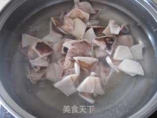 酸菜炒鱿鱼的做法_酸菜炒鱿鱼怎么做_京京~的菜谱