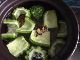 苦瓜黄豆骨头汤的做法_苦瓜黄豆骨头汤怎么做_黑猫警长kitchen的菜谱