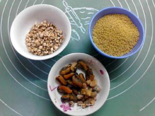 干贝淡菜薏仁小米粥的做法_干贝淡菜薏仁小米粥怎么做_食·色的菜谱