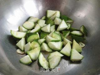 红烧丝瓜墨鱼丸的做法_红烧丝瓜墨鱼丸怎么做_尔东叶的菜谱
