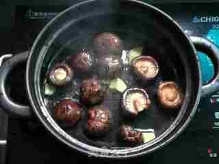 香菇虾米焖鱼丸的做法_香菇虾米焖鱼丸怎么做_緣豆兒的菜谱