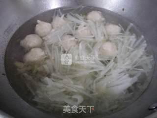 墨鱼丸萝卜丝汤的做法_墨鱼丸萝卜丝汤怎么做_金凤栖梧的菜谱