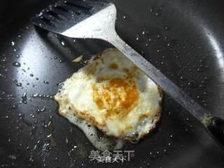 鸡蛋墨鱼丸咖喱汤面的做法_煎鸡蛋墨鱼丸咖喱汤面_鸡蛋墨鱼丸咖喱汤面怎么做_花鱼儿的菜谱