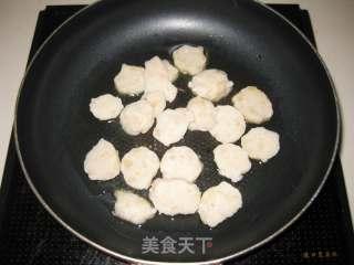 墨鱼丸炒年糕的做法_墨鱼丸炒年糕怎么做_京京~的菜谱