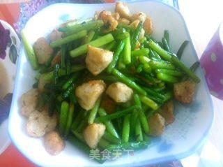墨鱼丸炒蒜苔的做法_墨鱼丸炒蒜苔怎么做_银别的天气不错的菜谱