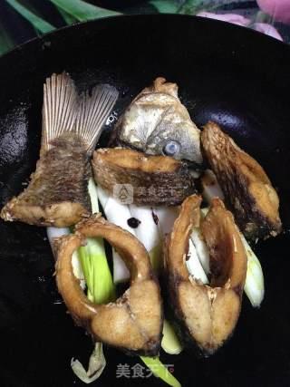 葱烧酱香鲤鱼块的做法_葱烧酱香鲤鱼块怎么做_孩妈妮妮的菜谱